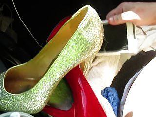 मेरे जूते उतार कर मेरे जूते से मास्टरबेट करना