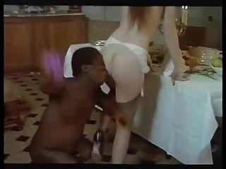 पत्नी बड़े काले मुर्गा की गुलाम