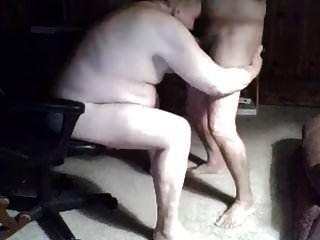 दादाजी वेबकैम पर चूसना