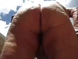 सेक्सी दादाजी शरीर दिखाता है