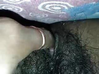 भारतीय बालों वाली बिल्ली हस्तमैथुन