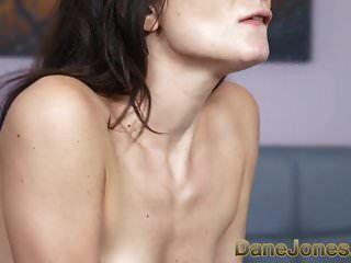 डेन जोन्स खूबसूरत खूबसूरत इतालवी लड़की creampie हो जाता है