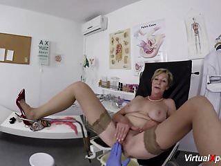सेक्सी दादी पीओवी गड़बड़ हो जाता है उसके डॉक्टर द्वारा