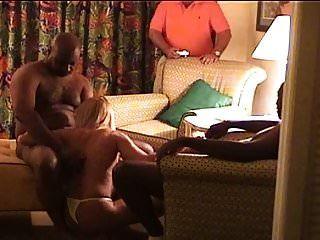2 काले बैल के साथ पत्नी