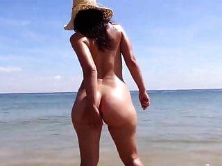 समुद्र तट पर भटकते हुए सुरक्षित