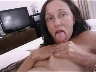 दादी स्तनपान कराने वाली दूधिया स्तन dildo गधा चाटना रिम काम
