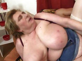 सुपर सेक्सी परिपक्व माँ के साथ वर्जित सेक्स