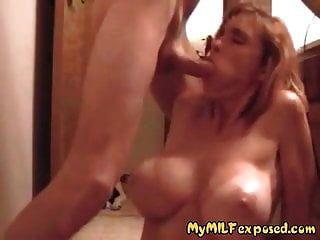 मेरे स्तन बड़े स्तन और तन लाइनों के साथ सुपर गर्म पत्नी उजागर