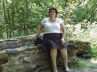 जंगल में upskirt चूतड़ दो .mp4