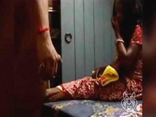 भारतीय चाची को चमकती डिक