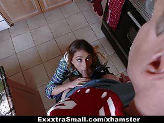 exxxtrasmall छोटे किशोर लंबे बढ़ने के लिए jizz पीते हैं