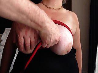विशाल स्तनों को कस कर बांधा गया