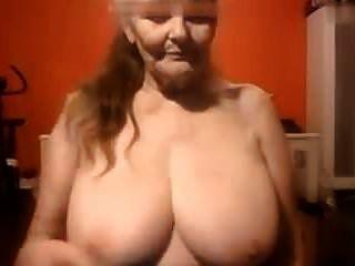 कैम में 69 साल की बूढ़ी औरत