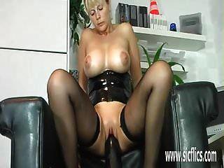 विशाल dildo कमबख्त परिपक्व शौकिया एमआईएलए