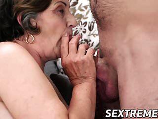 दादी काटा लंड लूटता है और मुश्किल से अंकित होता है