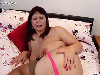 असली माँ और बड़े स्तन और गर्म शरीर के साथ पत्नी