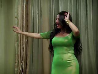 मिस्र की अभिनेत्री संभोग से पहले नृत्य करती हैं
