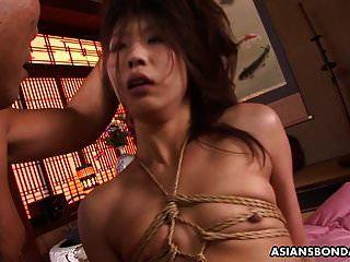 उँगलियों पर चोट के बाद एक बालों वाली चोट पर एशियाई gags