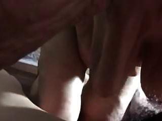 पुराने चीनी दादी एक blowjob दे रही है