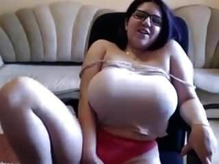 बड़े स्तन मुझे मुस्कुराते हैं ।mp4