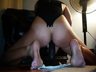 सींग का बना हुआ पत्नी उसके काले dildo पर cums