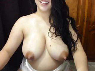 सुंदर लैटिन स्तन दूध से भरे