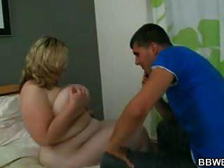 वह उसे मोटा योनी बेकार है