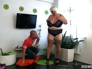बड़े बड़े स्तन औरत खराब हो रही