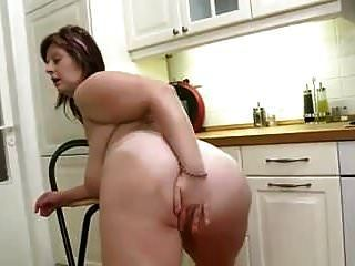 बड़े स्तन रसोई में परिपक्व ।mp4