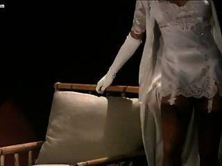 कार्सन रुसो स्ट्रिपटीज़ और नग्न दृश्य