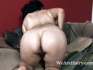 आज अपने बालों को दिखाने के लिए नंगा स्ट्रिप्स नग्न