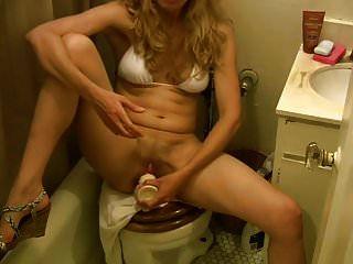 9 इंच के डिल्डो स्तनपान कराने वाली स्तन वाली मेरी पत्नी ।mp4
