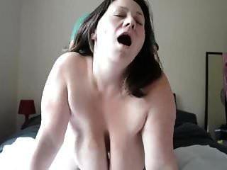 अत्यंत saggy और jiggly स्तन (एमआईएलए)
