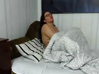 बड़े गधे के साथ परिपक्व माँ का गोज़