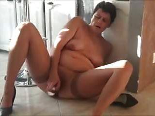 सींग का बना दादी हस्तमैथुन
