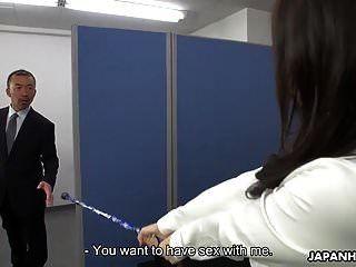 एशियाई कार्यालय महिला एक गन्दा क्रीमपाइ प्राप्त करने के लिए जादू का उपयोग करती है