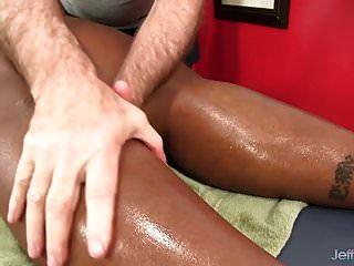 बड़ी घंटी काली लड़की डाफ्ने डेनियल एक सेक्स मालिश हो जाता है