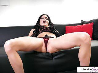 जेसिका jaymes उसे तंग गधा, बड़े स्तन और गीला बिल्ली दिखा