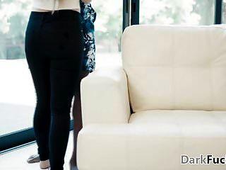 लीना पॉल अपने काले बॉस की ओर आकर्षित हुई