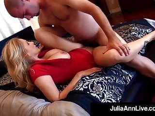 सुरुचिपूर्ण एमआईएलए जूलिया ऐन उसके मुंह और बिल्ली में 2 लंड हो जाता है
