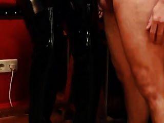 मेरी जांघ उच्च पेटेंट जूते पर दूध