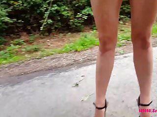 अत्यधिक ऊँची एड़ी के जूते में चलना
