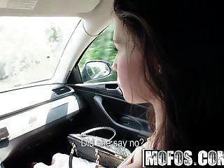 mofos फंसे किशोर elisabeth एक सवारी दो झूले