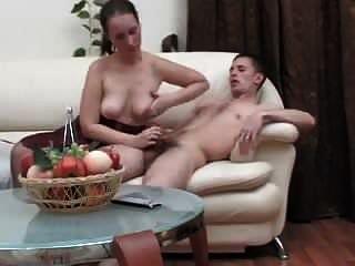 परिपक्व महिला सेक्स करने के लिए आदमी को आकर्षित