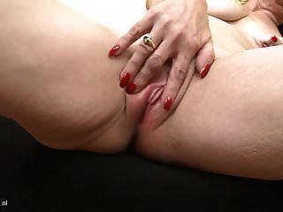 भूखे गीले पुराने योनी के साथ असली गिलफ जेंका