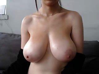 विशाल सुंदर स्तन mastubates, कोई चेहरा :(