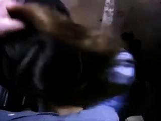 सुंदर शरारती अमेरिकी उसे एक भूमिगत कार में बेकार है