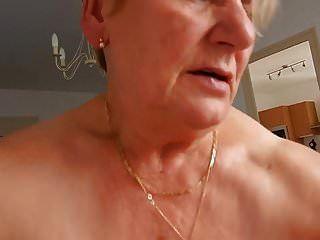 xhamster.com 6410130 दादी हब्बी की सवारी करती है और मो को नहीं करने की कोशिश करती है