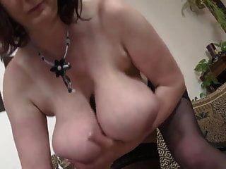 परिपक्व विशाल स्तन