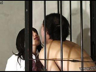 mldo 144 एक मर्दाना आदमी हमेशा एक ही लड़कियों द्वारा तंग किया जाता है